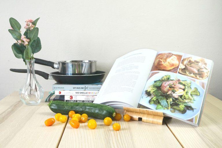 kookboek budgetproof jamie oliver budget goedkoop courgette tomaten pannen